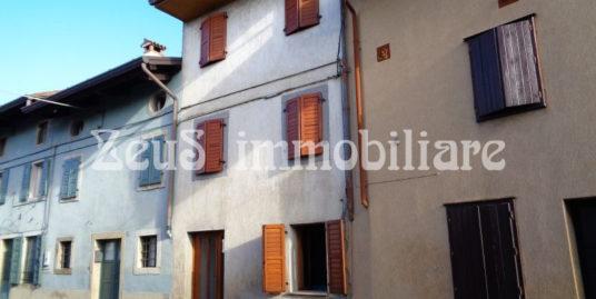 Casa accostata su due livelli a Brazzano ( Cormons )