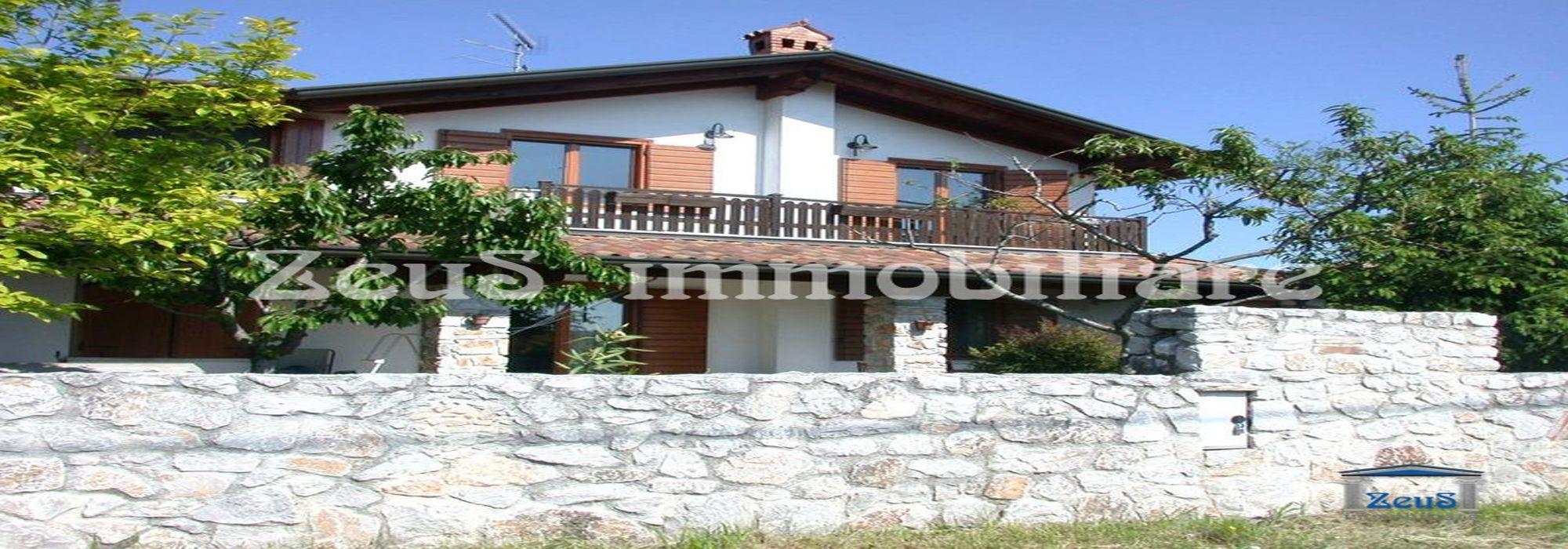 Villa singola su due livelli con giardino a Vermegliano