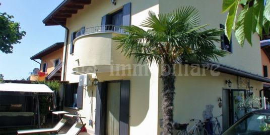 Perfetta Villa accostata del 2005 a Pieris