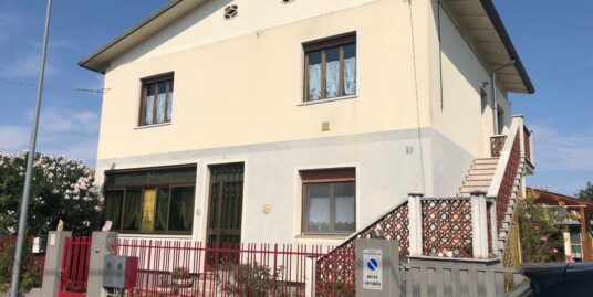 Villa bifamiliare intera a Papariano