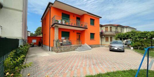 Casa singola con due appartamenti a Ronchi dei Legionari